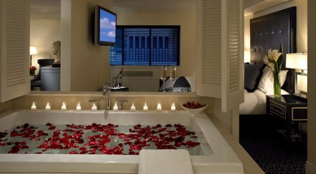 Jacuzzi Hotels Nyc In Room Suites Romantic Public